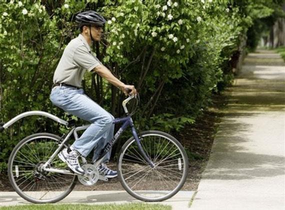 bike-mom-jeans