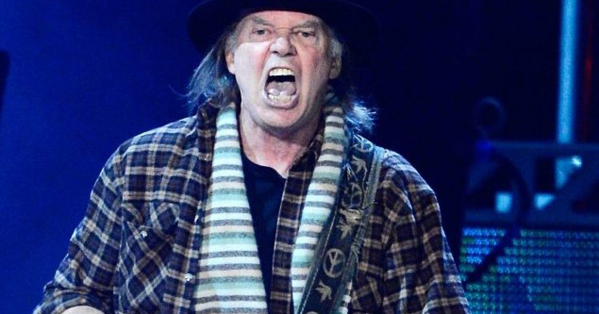 WTF? Neil Young Attacks Trump After Losing His Home In Cali Blaze - No, This Isn't Satire